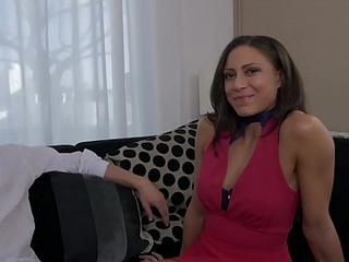 Cassie del Isla d&eacute_couvre la pluralit&eacute_ avec son mari