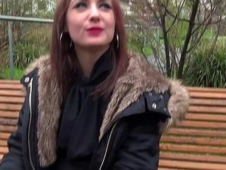 Ang&eacute_lique, une biblioth&eacute_caire sexy, baise avec deux mecs