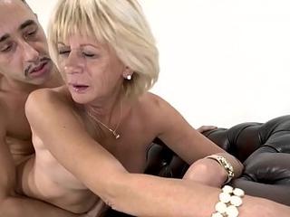 Cock affectionate towards granny screwed hard in front degustating warm jizz