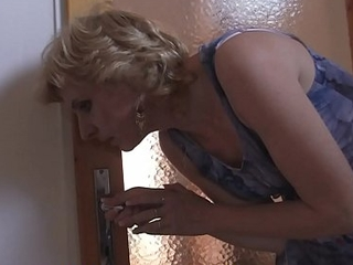 Blonde girlfriends hawt mom helps him cum