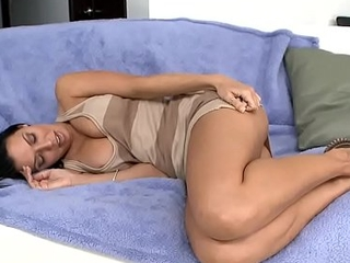 Rachel Starr shows off