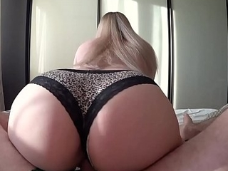 Young girl with chubby arse loves hot fuck